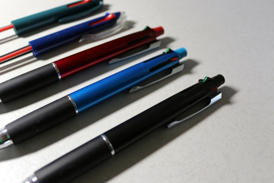 UNI JETSTREAM 多色ボールペン 0.7mm