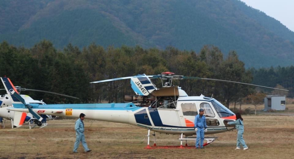 JETMAN 待機中のヘリコプター(ふぁあまん撮影)