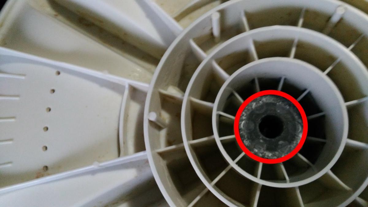 洗濯機底部のパルセーター接続部